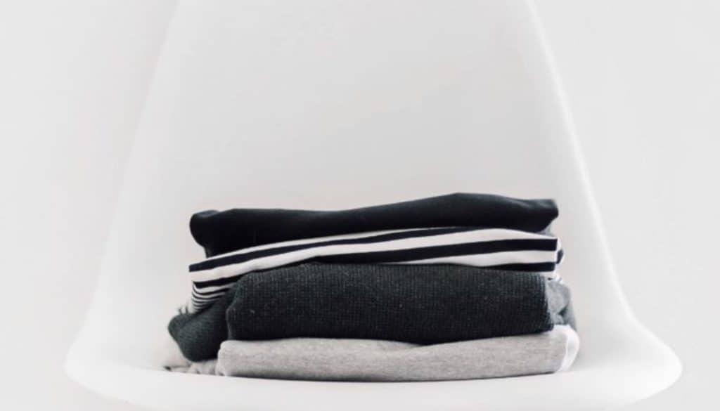 Minimalistische kledingkast - FinanceMonkey